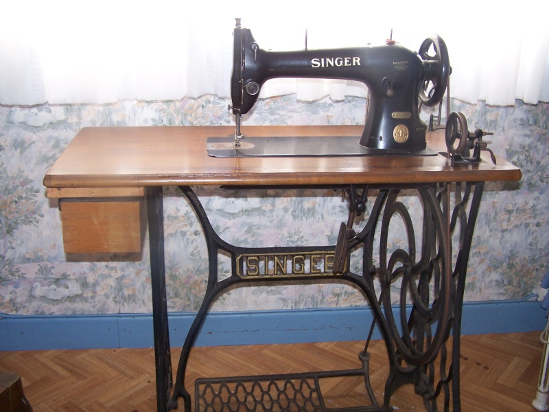 vends ancienne machine a coudre singer. Black Bedroom Furniture Sets. Home Design Ideas