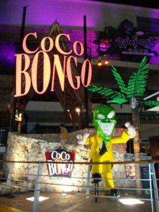 Nuit de folie au Coco Bongo dans c'est typique coco_b10