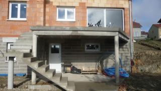 muret en parpaings sur une terrasse suspendue. Black Bedroom Furniture Sets. Home Design Ideas