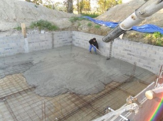 Construction parpaing d taill e avec zooms sur les for Piscine en parpaing