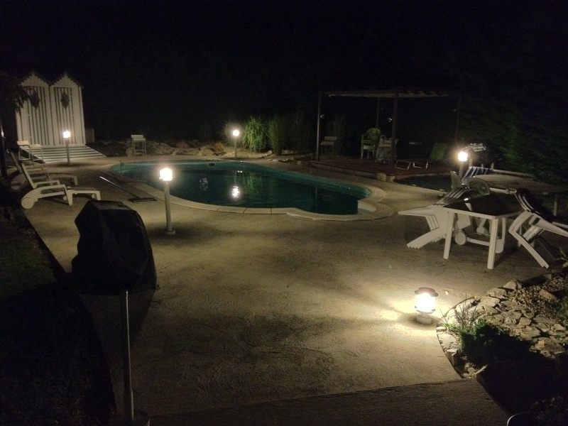 am nagement et clairage autour de la piscine. Black Bedroom Furniture Sets. Home Design Ideas