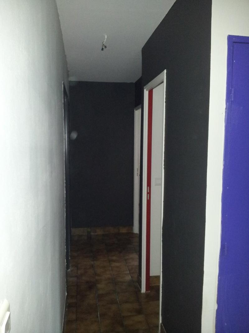 luminaire dans un couloir. Black Bedroom Furniture Sets. Home Design Ideas