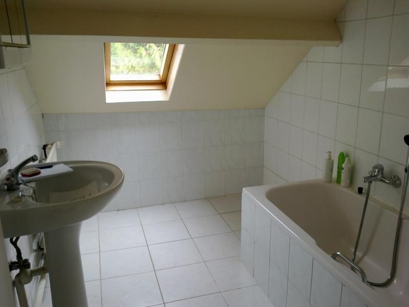 Relooking salle de bain mansard e for Peindre marbre salle de bain