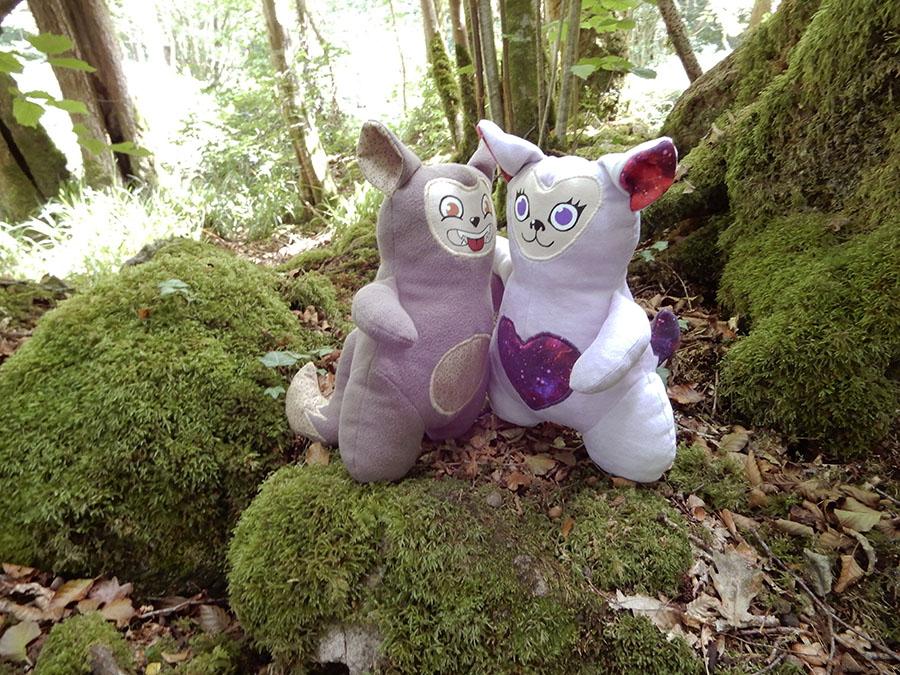peluche Love-Garou du patron de couture O'Kryn Plush - décor mousse forêt