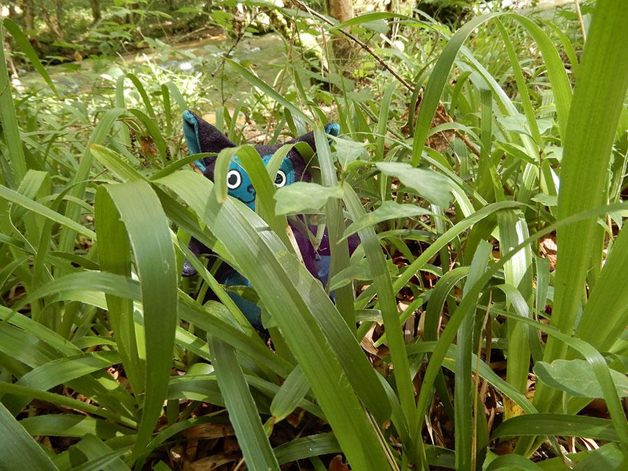 peluche Love-Garou du patron de couture O'Kryn Plush - dans les herbes
